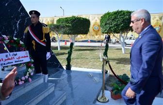 محافظ مطروح يضع أكاليل الزهور على النصب التذكاري لشهداء الشرطة بمطروح   صور