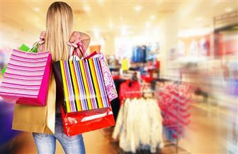 """إخصائية نفسية لـ""""الرجال"""": إهمالك زوجتك يصيبها بـ""""فوبيا الشراء والتسوق""""!"""