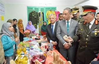 محافظ سوهاج يفتتح معرض منتجات الشباب للحرف اليدوية بمركز شباب الري | صور