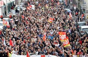 """""""الأوشحة الحمراء"""" يتظاهرون في باريس ضد """"السترات الصفراء"""""""