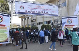 رئيس جامعة المنصورة يطلق إشارة البدء لماراثون الدراجات بالملتقى الأول للطلاب الوافدين | صور