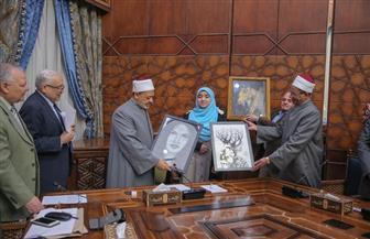الإمام الأكبر يكرم طلاب الأزهر المشاركين بأعمال متميزة في معرض الكتاب | صور