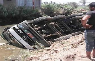 سقوط سيارة نقل محملة بالرمال من أعلي معدية بالنيل في البدرشين