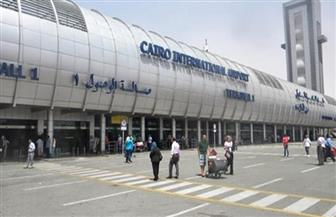 راكب يحاول تهريب 15 محمولا في جواربه بمطار القاهرة