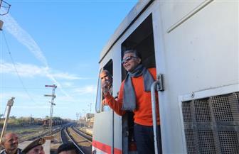 وزير النقل يستقل جرار قطار رقم 981.. ويؤكد: لدينا خطة مستقبلية بشأن ازدواج بعض الخطوط | صور