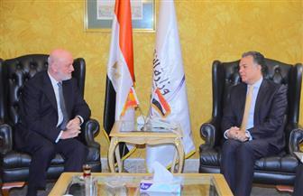 وزير النقل يلتقي سفير إسبانيا بالقاهرة لبحث التعاون في مجال السكك الحديدية   صور