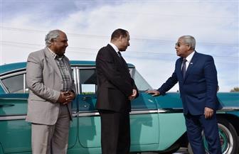 محافظ أسوان يدعو الأفواج السياحية إلى زيارة المتحف المفتوح بعد استقبال سيارة عبد الناصر