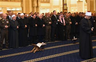 الرئيس السيسي يؤدي صلاة العشاء بمسجد الفتاح العليم بالعاصمة الإدارية الجديدة عقب افتتاحه