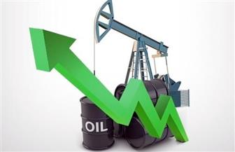 النفط يرتفع بفعل آمال اتفاق التجارة وخفض إمدادات أوبك