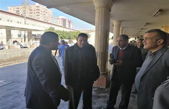 رئيس هيئة السكة الحديد يتابع حركة القطارات بمحطة وبرج إشارات التشغيل في بني سويف |صور