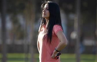 """رغم الحرب """"مها جنود"""" أول امرأة سورية في الشرق الأوسط تدرب فريق كرة قدم للرجال"""