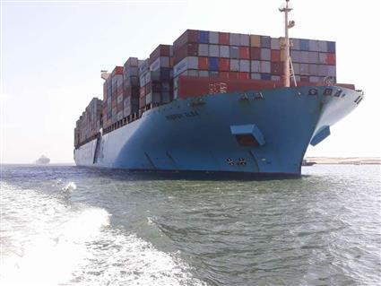 عبور 57 سفينة قناة السويس من الاتجاهين بحمولة 4 ملايين و100 ألف طن -