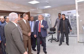 محافظ أسيوط ورئيس الجامعة يتفقدان المعامل المركزية الأكبر من نوعها بمصر | صور