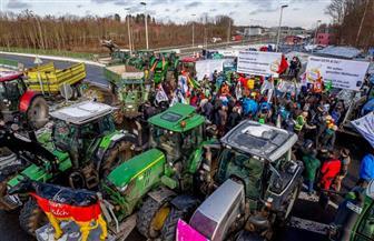 وقفة احتجاجية بالجرارات تتسبب في تعطيل حركة المرور في أنحاء هولندا | صور