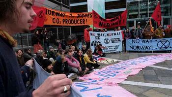 الشرطة الهولندية تحتجز 130 من نشطاء مكافحة تغير المناخ