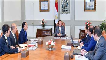 الرئيس السيسي يجتمع مع رئيس الوزراء ووزير المالية.. ويوجه بالاستمرار في بذل الجهد لخفض الدين العام |فيديو