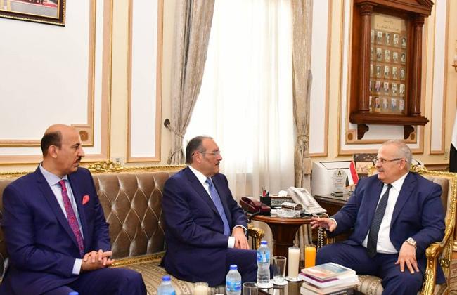 رئيس جامعة القاهرة يستقبل السفير السعودي بالقاهرة.. ويبحثان التعاون في الملف التعليمي والثقافي   صورة -
