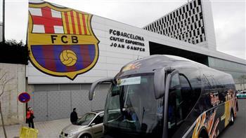589 كم بالحافلة.. رحلة مرهقة بانتظار برشلونة قبل مواجهة إيبار