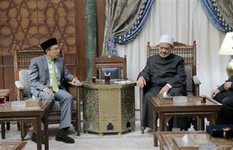 الإمام الأكبر: خريجو الأزهر الوافدون سفراء للمنهج الأزهري الوسطي في مجتمعاتهم