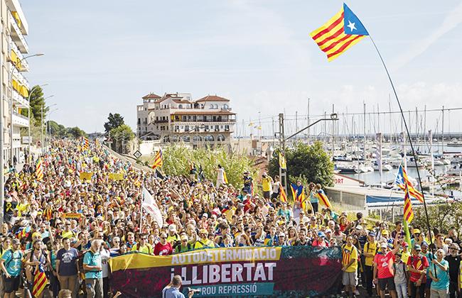 تجدد الاحتجاجات في إقليم كتالونيا للمطالبة بالانفصال عن إسبانيا -