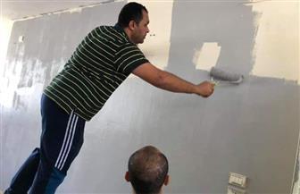 عميد هندسة المنصورة يشارك طلاب «من أجل مصر» في طلاء الجدران