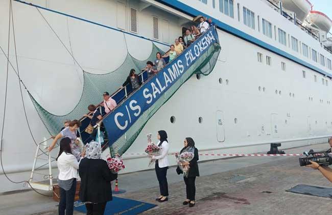 على متنها 500 سائح.. ميناء الإسكندرية يستقبل أولى السفن السياحية هذا الموسم |صور