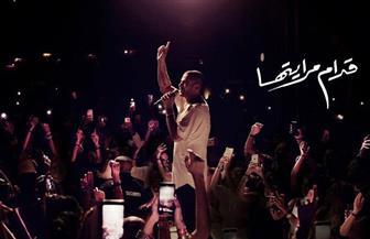 """عمرو دياب يطرح """"قدام مرايتها"""" سادس أغنيات ألبومه الجديد"""