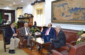 رئيس جامعة الإسكندرية يبحث سبل التعاون العلمي مع عمدة مدينة بافوس القبرصية | صور