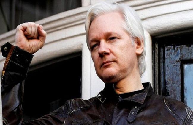 مؤسس «ويكيليكس يمثل أمام محكمة بريطانية بشأن قضية ترحيله للولايات المتحدة