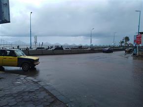 محافظ الإسكندرية يتفقد تداعيات الطقس السيئ بشوارع المنشية والكورنيش | صور