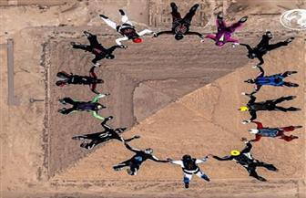 انطلاق فاعليات مهرجان مصر الدولي للقفز بالمظلات من أهرامات الجيزة   صور