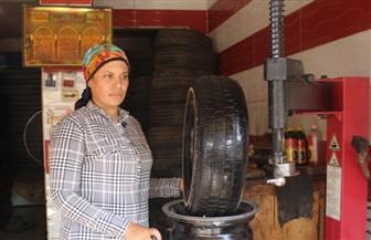 """أول عاملة كاوتش ببنها: """"لا أخجل من عملي.. والعيب أمد إيدي لحد"""""""