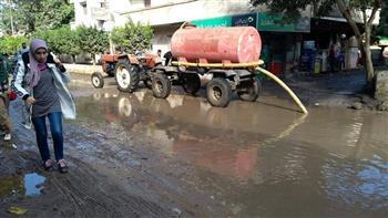محافظ الغربية يوجه بإزالة تجمعات مياه الأمطار من على الطرق الرئيسية |صور