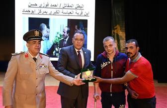 محافظ الشرقية يكرم البطل أحمد فوزي أحد مصابي العمليات الإرهابية| صور