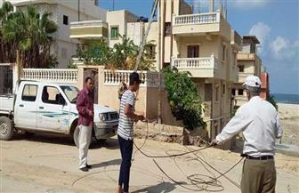 إصلاح عامود كهرباء سقط بسبب الأمطار في العريش