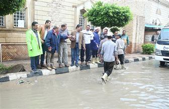 محافظ كفرالشيخ يتفقد عددا من شوارع العاصمة لمتابعة أعمال كسح تجمعات مياه الأمطار | صور