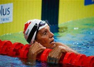 بطلة العالم في سباحة الأساتذة.. تروي تجربتها مع الطب والرياضة | فيديو