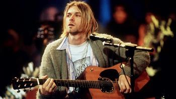 بيع سترة ارتداها الموسيقي الأمريكي كيرت كوبين بـ 334 ألف دولار في مزاد