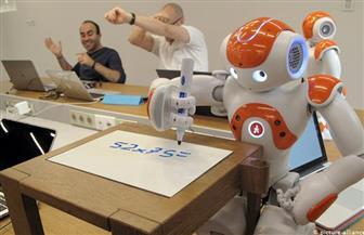 """""""الروبوت الأستاذ"""".. طراز جديد من الروبوتات يساعد المدرسين في قاعات الدراسة"""
