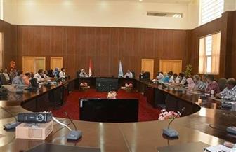 محافظة البحر الأحمر تناقش آليات تطبيق الحد الأدنى للأجور | صور