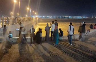 آلاف المواطنين بالعريش يستقبلون السيل في الوادي ويلتقطون صورا تذكارية| صور