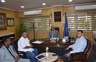 محافظ أسوان يلتقي برئيس الاتحاد العربي للشباب والبيئة بجامعة الدول العربية