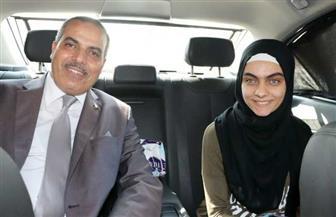 رئيس جامعة الأزهر يصطحب آية نصر في سيارته الخاصة.. والكلية تحتفل بها | صور