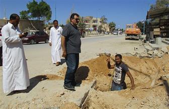 محافظ مطروح: تركيب الوصلات المنزلية للصرف الصحي بالشارع الرئيسي لمدينة الضبعة| صور