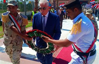 محافظ جنوب سيناء يضع إكليلا من الزهور على النصب التذكاري لشهداء أكتوبر | صور