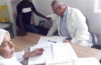 الكشف على 140 حالة خلال قافلة طبية بمنطقة رأس حدربة بالبحر الأحمر | صور