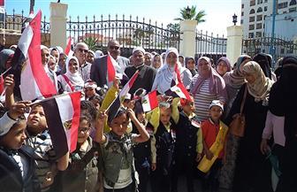 مسيرة طلابية من تلاميذ المدارس تجوب شوارع مطروح بمناسبة انتصارات أكتوبر | صور
