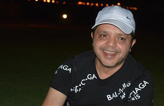 عمرو أديب ممازحا هنيدي بعد إجراء عملية في الفك: هيسمحولك تاكل لحمة امتى؟