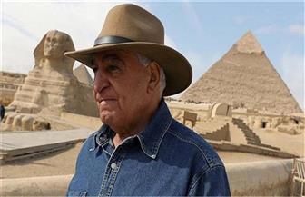 """زاهي حواس يطالب """"النواب"""" بتفعيل قانون وقف بيع الآثار المصرية في المزادات بالخارج"""