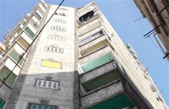 ميل مفاجئ في عقار مكون من 17 طابقا بالإسكندرية.. و«حي غرب» يخلي 50 أسرة